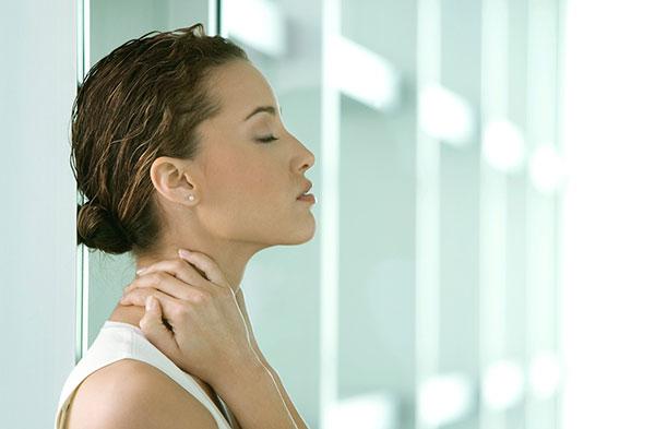 Щелчки в коленях, звон в ушах и урчание в животе: о чем говорит твой организм