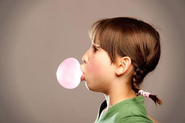 5 причин отказаться от жевательной резинки, и чем ее заменить