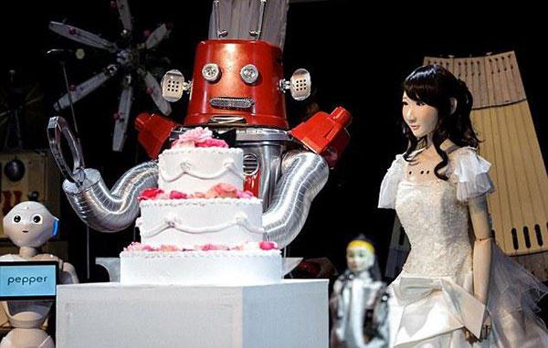 В Японии сыграли свадьбу роботов