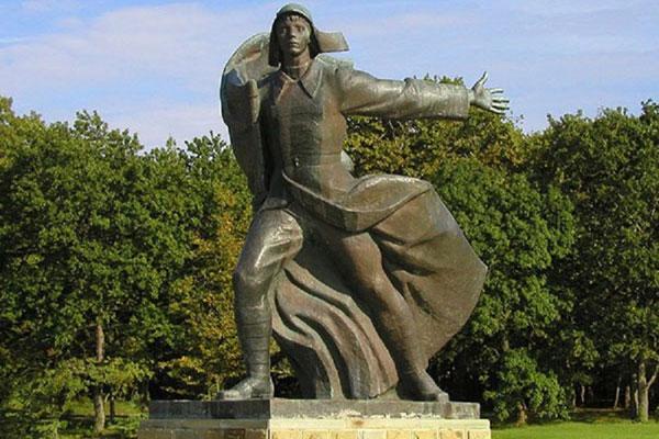 «Орлёнок»: как песня, написанная на идиш, стала гимном советской пионерии