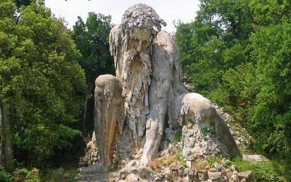 Colosso dell'Appennino: мудрый озерный страж