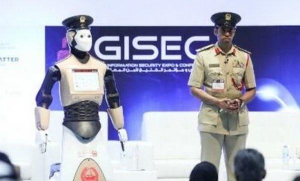 Первый в мире робот-полицейский в Дубае